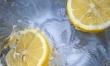 Sok z cytryny idealnie się sprawdza do usuwania przebarwień ze skóry