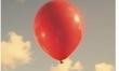 Facet z czerwonym balonikiem