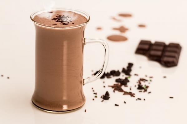 Gorzka czekolada dobrze wpływa na pracę nerek, pomaga oczyścić je z toksycznych substancji i zapobiega infekcjom