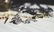 Czyści biżuterię