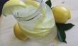 Pij dużo wody z cytryną