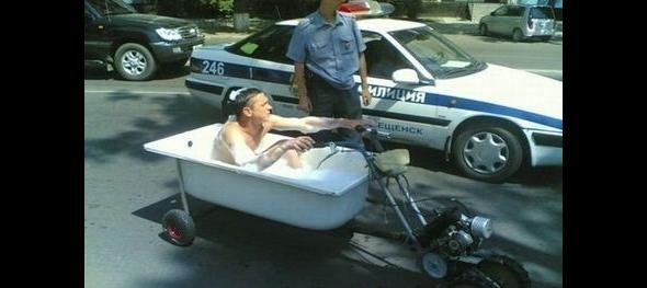 Musiał już wyjść, ale chciał się jeszcze wykąpać i znalazł rozwiązanie