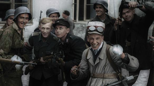 """Pokaz filmu """"Powstanie Warszawskie"""""""