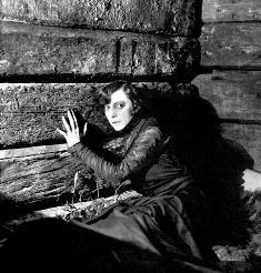 Asta Nielsen w roli Hamleta w kinie Iluzjon