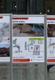 """""""Dar dla Aleppo"""" - poruszająca wystawa na wrocławskim Rynku"""