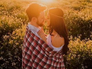 7 znaków, że on się w tobie zakochał - jak go poderwać, sposoby na podryw, jak zauroczyć faceta, udany seks