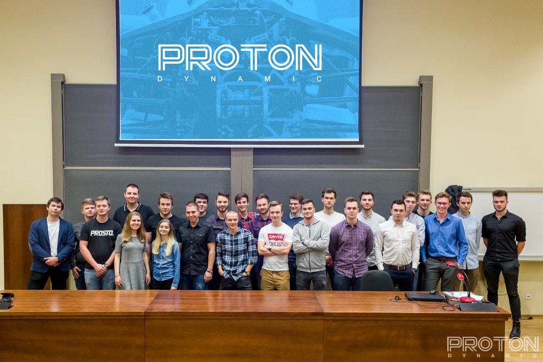 Proton Dynamic jest zespołem stworzonym przez zakręconych na punkcie motoryzacji i nowych technologii studentów.