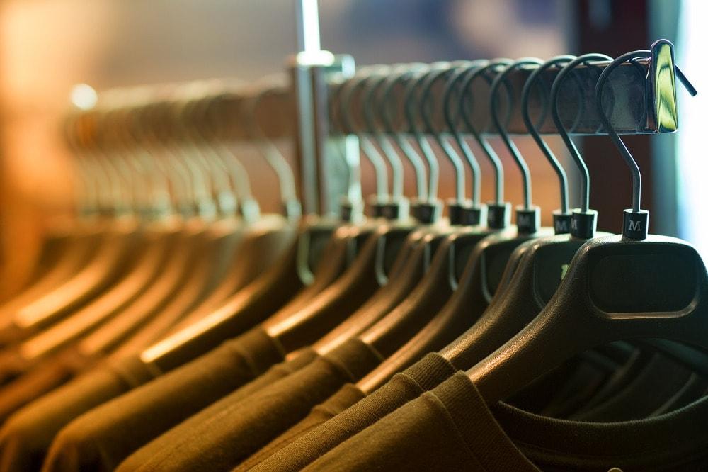 Self Storage może być idealnym miejsce do przechowywania ubrań, których aktualnie nie nosimy.