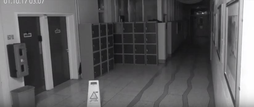 Czy ta kamera w szkole zarejestrowała ducha? To nagranie przeraziło już miliony! [WIDEO]
