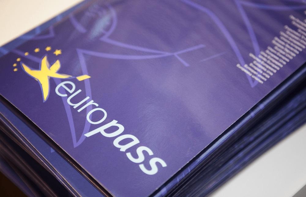 Projekt jest organizowany w ramach Programu Europejskiego Wiedza-Edukacja-Rozwój.
