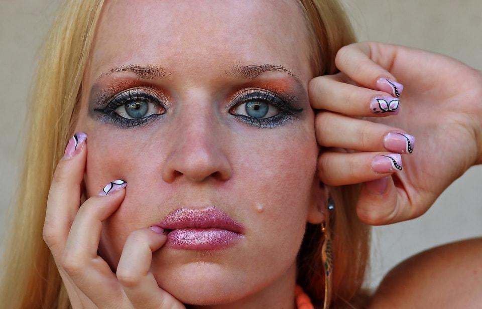 zły makijaż