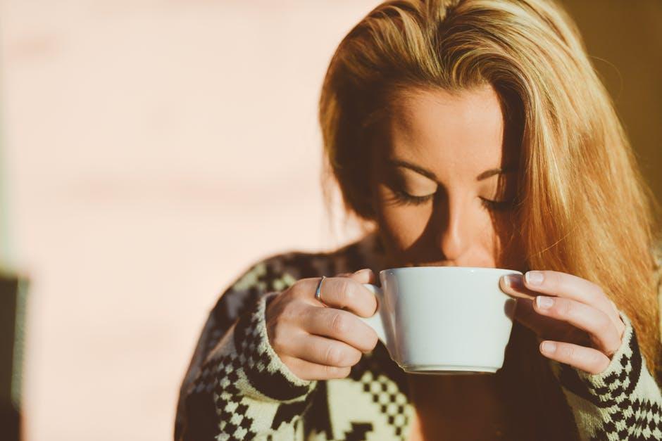 Jak polepszyć nastrój dziewczynie? 5 pomysłów na szybkie zorganizowanie randki jesienią