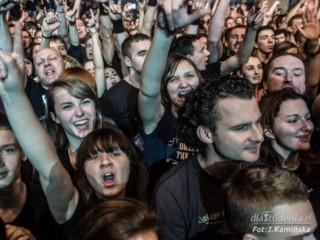 T�um fan�w bawi� si� na koncercie zespo�u Sabaton [ZDJ�CIA] - Sabaton, Krak�w, Hala Wis�y, zdj�cia z koncertu