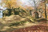 Ruiny zamku Nowy Dwór – gotycka brama