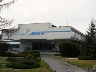 Absurdalna rekrutacja na AWF w Poznaniu - o co chodzi? - kolejki pod awf pozna�, akademia wychowania fizycznego, pozna�