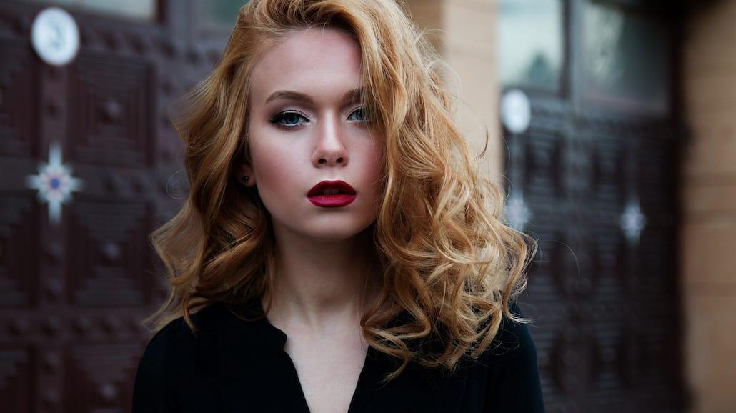 Triki, które sprawią, że makijaż przetrwa całą noc - trwałość makijażu, jak zrobić trwały makijaż, makijaż wieczorowy