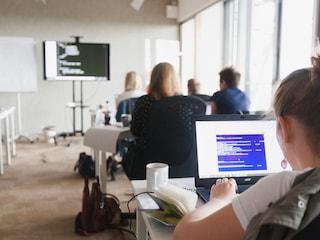 7 powodów, dla których w Polsce potrzeba więcej programistek - kobiety programistki, jak sie nauczyć programować, dziewczyny w informatyce