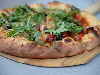 Krótka historia pizzy - jak powstał włoski przysmak? - historia pizzy, pierwsze wzmianki o pizzy, pizzeria capri new
