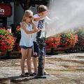 Wodne krasnale ch�odz� wroc�awian [ZDJ�CIA] - krasnale wroc�aw kurtyna wodna