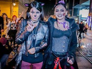 Zombie i wampiry we Wroc�awiu. Zobacz zdj�cia z Parady Halloween - parada halloween wroc�aw zdj�cia