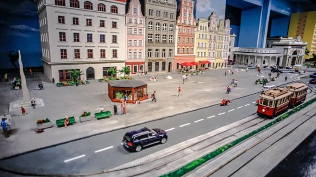 Wroclaw: Największa w Polsce makieta zajechała na Dworzec Świebodzki [ZDJĘCIA]