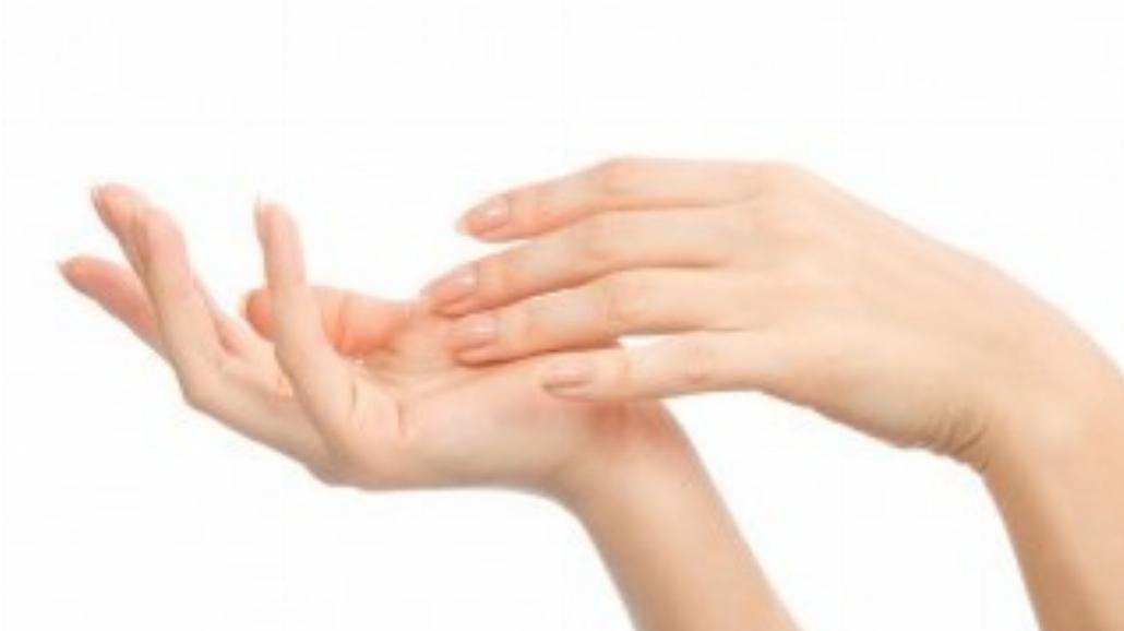 Regeneracja dłoni po zimie