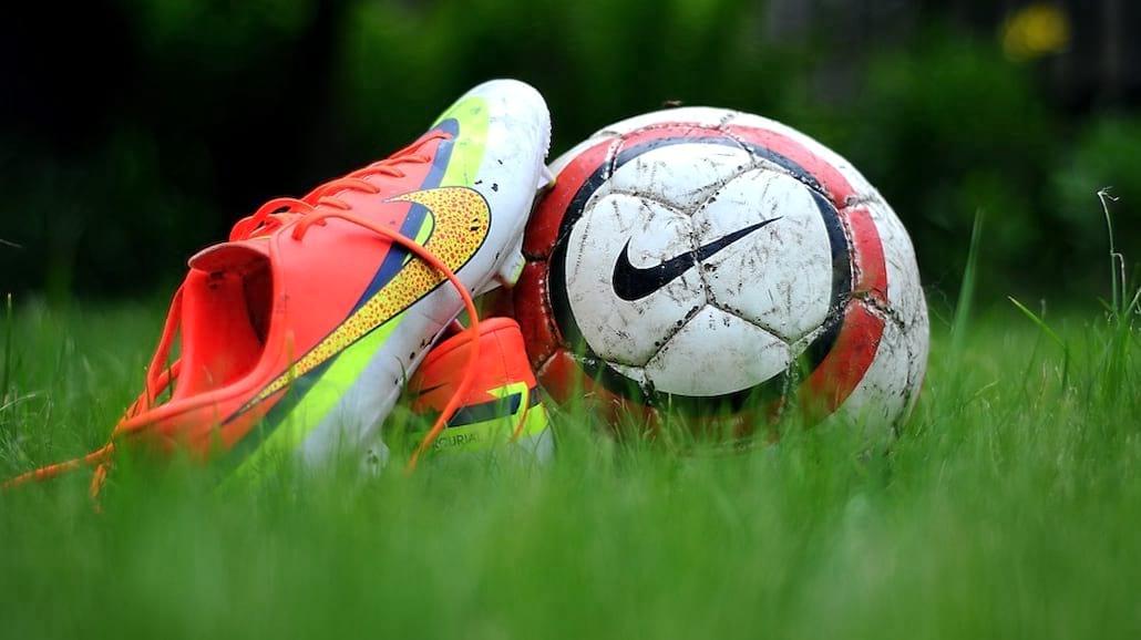 Jak wybrać odpowiednie obuwie piłkarskie?