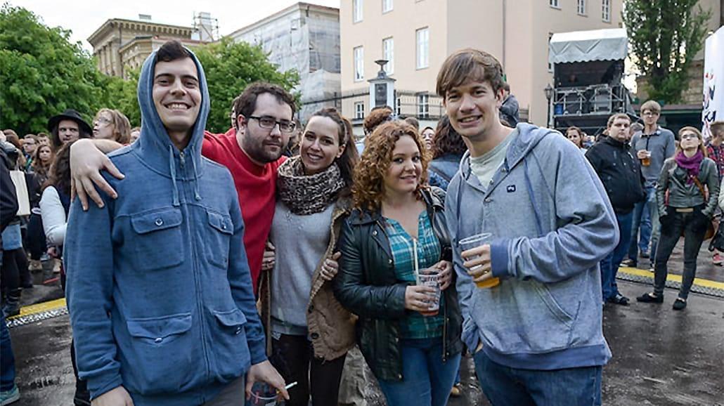 Studenci na ulicach Krakowa [MNÓSTWO ZDJĘĆ Z POCHODU]