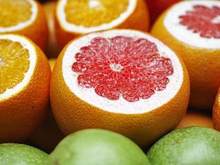 Cudowne właściwości grejpfrutów - grejpfrut odchudzanie, jak działa grejpfrut, kosmetyki z grejpfruta, olejek grejpfrutowy