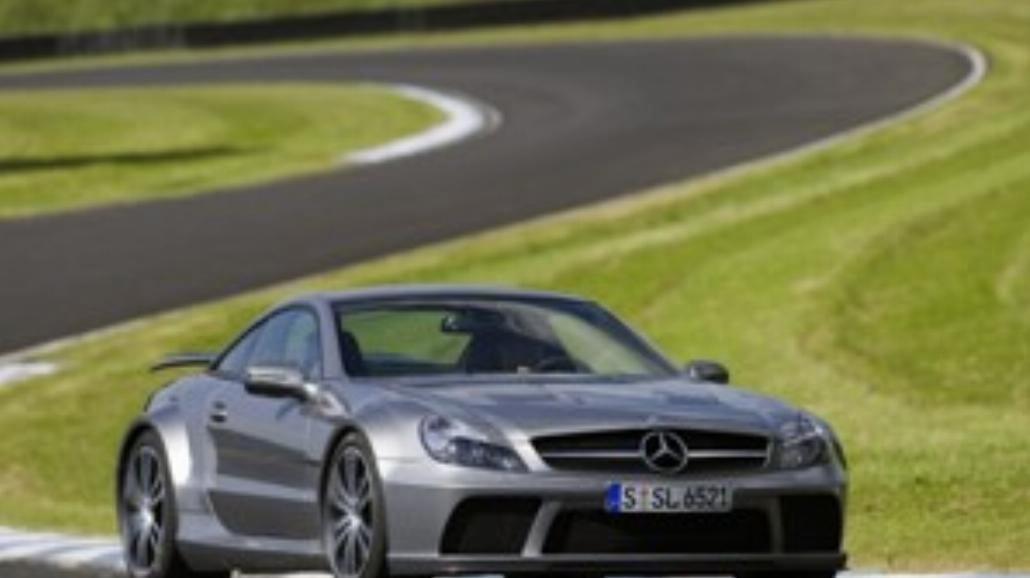 Czarny diabeł w skórze Mercedesa SL