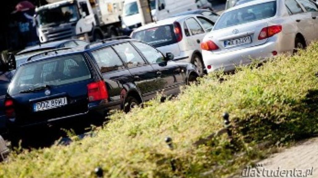 Kto zarobi na zmianach w prawie jazdy?
