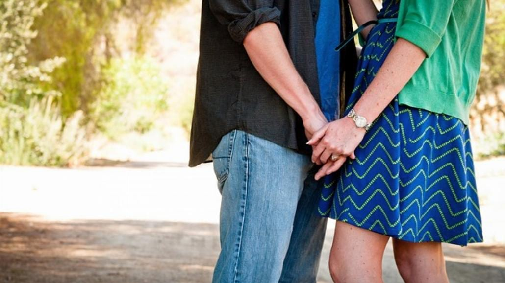 10 znaków, że facet jest w tobie zakochany