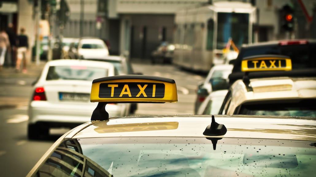 TaksÃłwkÄ… na uczelniÄ™? Sprawdź, ile zapÅ'acisz za przejazd