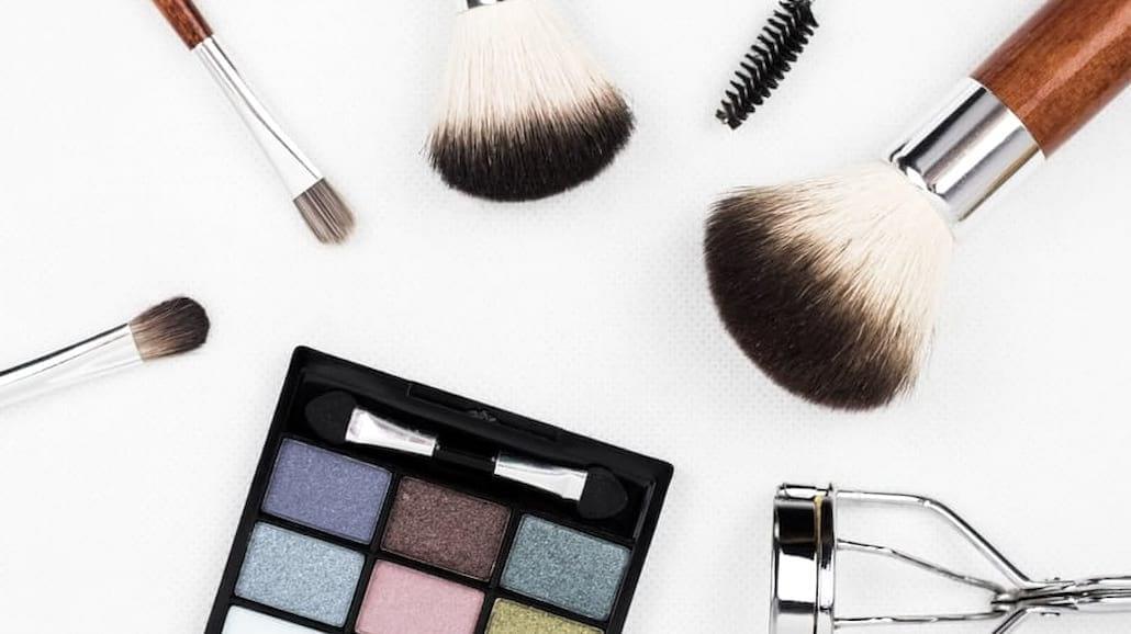 Domowy sposób na umycie pędzli do makijażu