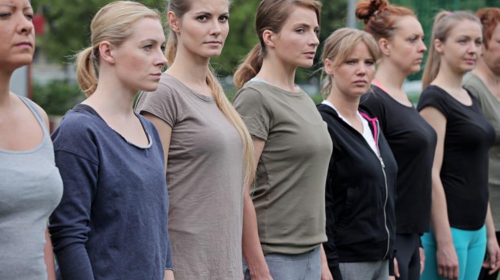 """Cała prawda o kobietach w polskiej policji! Twórca """"Pitbulla"""" napisał książkę"""