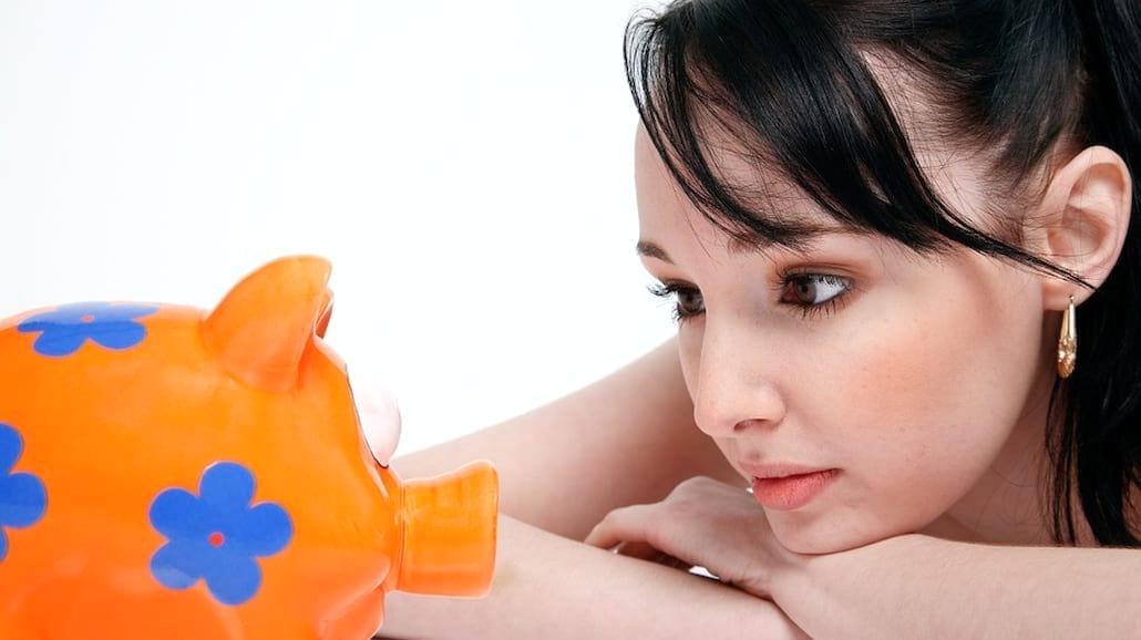 Chcesz oszczędzić i mieć w końcu pieniądze? Oto proste sposoby na odkładanie