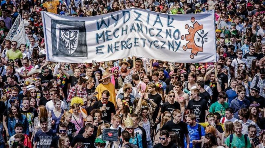 Studenci na ulicach Wrocławia [MNÓSTWO ZDJĘĆ Z POCHODU]