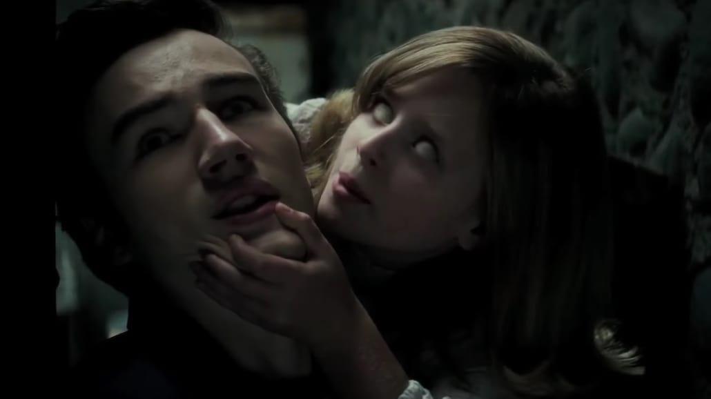 """Przerażający zwiastun filmu """"Ouija: Narodziny zła"""" [WIDEO]"""