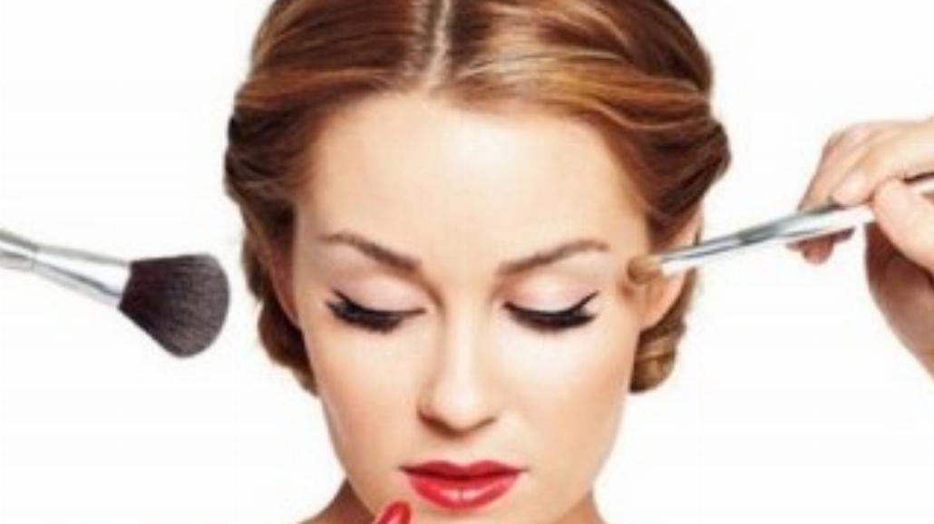 Sylwestrowy makijaż - postaw na brokat