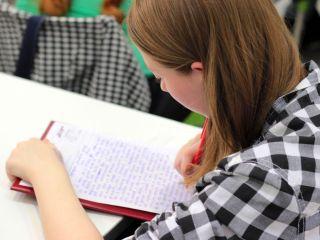 Limit słów na wypracowaniu maturalnym – dlaczego warto się go trzymać? - liczenie wyrazów, sprawdzanie, egzamintorzy, komisja, wypracowania