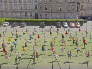"""LO w Poznaniu pełne fanów """"La La Land"""". Zobacz imponujące wideo! - 3 lo Poznań, lo Poznań La La Land, uczniowie La La Land, reklama szkoły"""