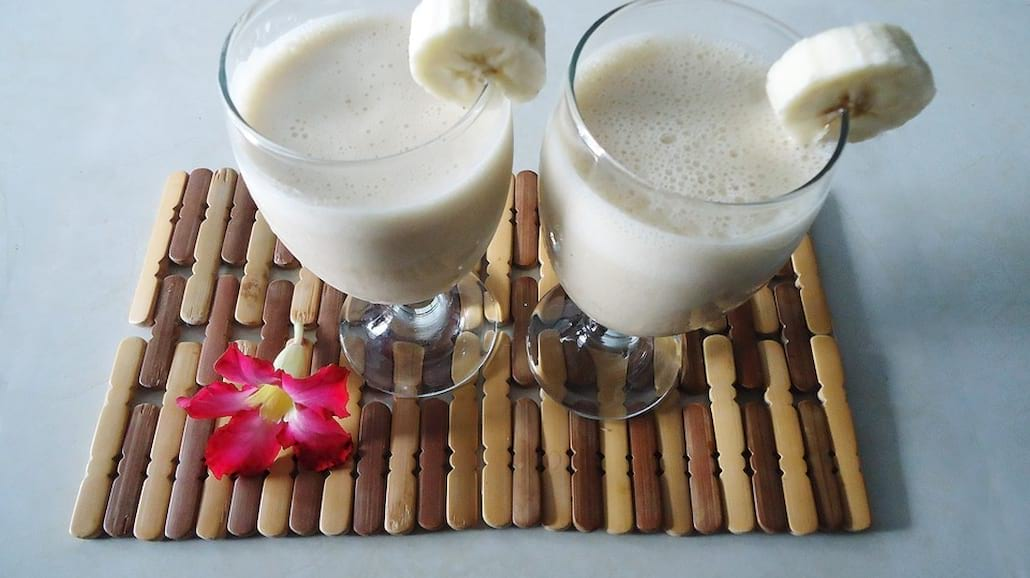 Przepis na białkowy koktajl z masłem orzechowym i bananami