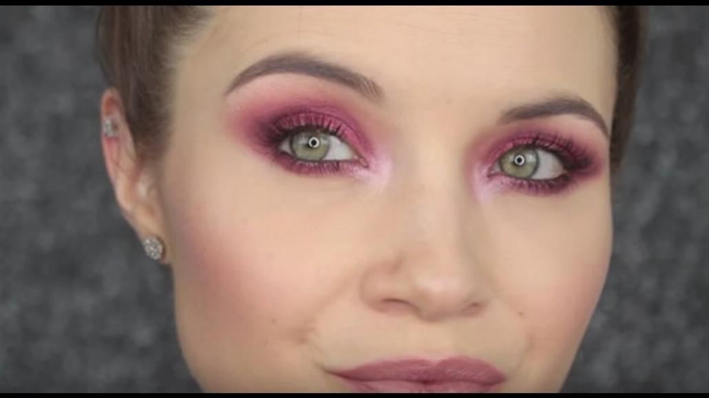 Hit letniego makijażu - bordowe smokey eyes! Zobacz, jak wykonać taki makijaż [WIDEO]
