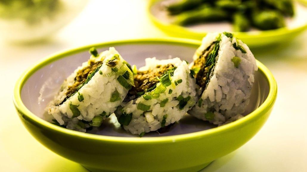 """Sushi to popularna japoÅ""""ska potrawa, ktÃłra nie jest taka prosta do zrobienia."""