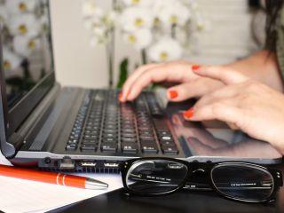 Jak robić przypisy? - Przypisy w pracy licencjackiej i magisterskiej - jak się robi przypisy, jak napisać bibliografię, przypisy do strony internetowej