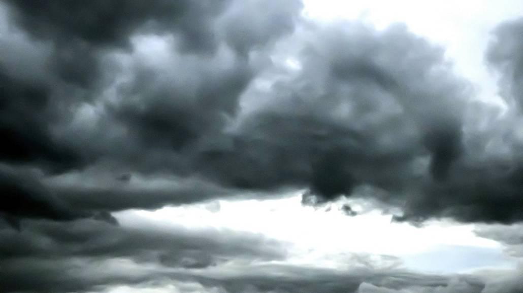 """Silne wiatry spowodowaÅ'y wiele szkÃłd w paÅ""""stwach europejskich."""
