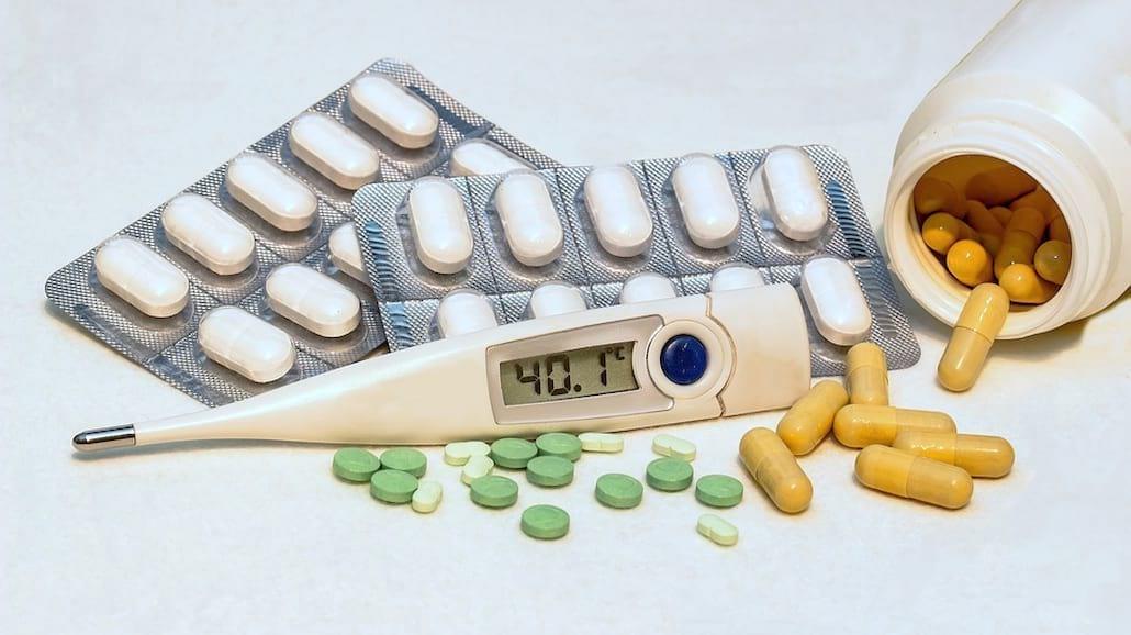 Bierzesz antybiotyk? Koniecznie przeczytaj te rzeczy! [WIDEO]