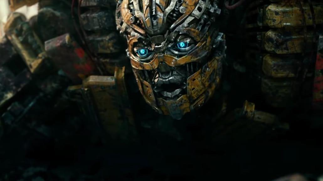 """Anthony Hopkins i Mark Wahlberg w pierwszej zapowiedzi """"Transformers: Ostatni Rycerz"""" [WIDEO]"""