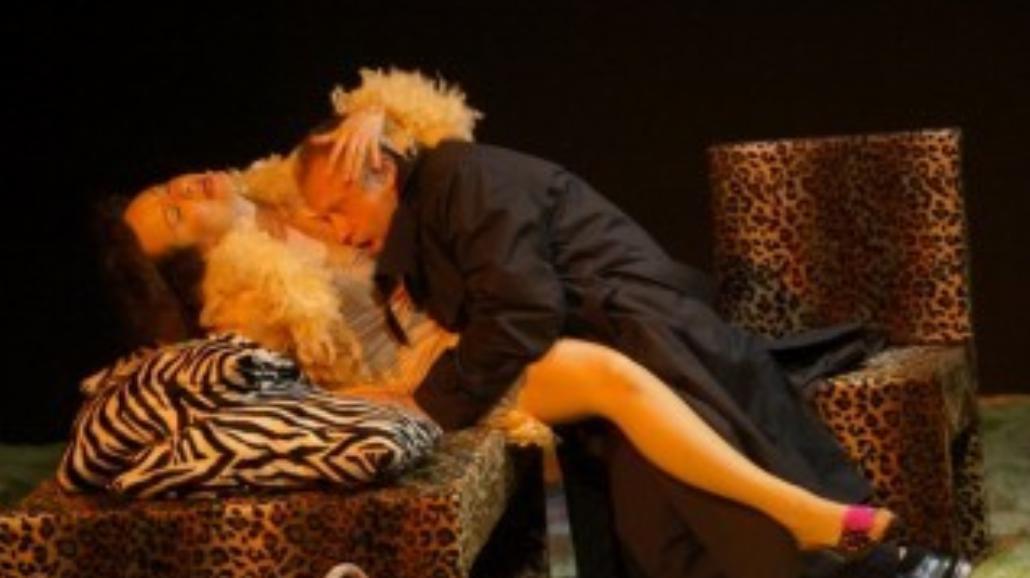 """""""Czarujący korowód"""": Pikantna komedia w Teatrze Współczesnym"""