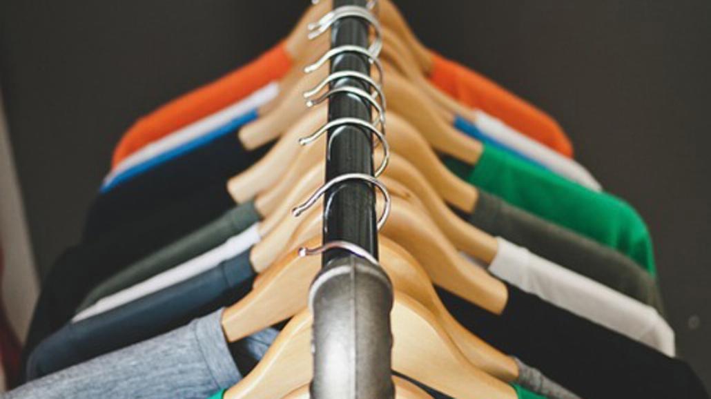 Polacy coraz chętniej kupują odzież w modowych dyskontach
